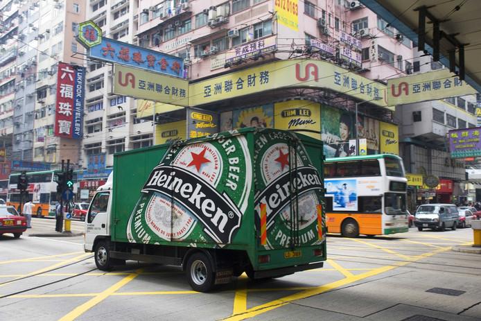 Een Heineken-vrachtwagen in Hongkong. De biergigant hoopt via het partnerschap met Chinese CR Beer nu de stap naar het vaste land van China te kunnen maken.