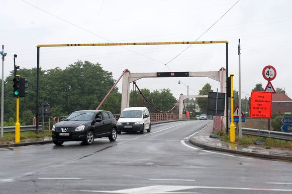 De brug aan de Fraterstraat is aan vervanging toe