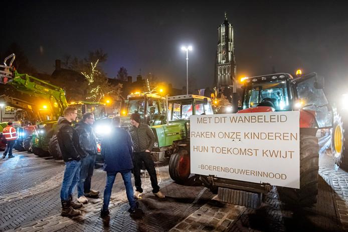 Stevig protest woensdagavond in Arnhem van bouwers en boeren.