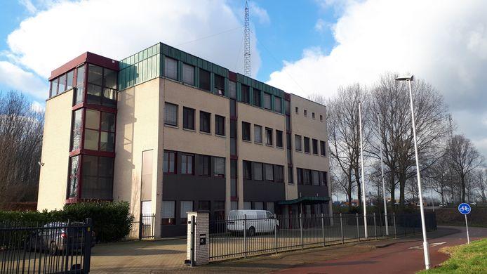 Nieuwe eigenaar Mastade Real Estate is al begonnen met het verbouwen van delen van het gebouw. De nieuwe eigenaar kocht ook de gronden rondom het voormalige kantoorpand, gelegen tussen de wijk Verrenbest en de A2.