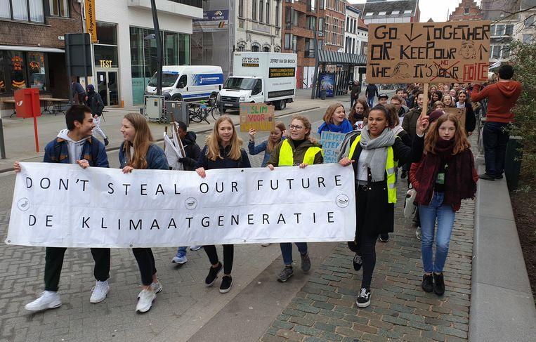 800 klimaatbetogers trekken door het centrum van Turnhout.