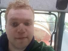 Boer Tom uit Haaksbergen gewapend met strohakselaar naar Zwolle: 'Tijd voor actie'