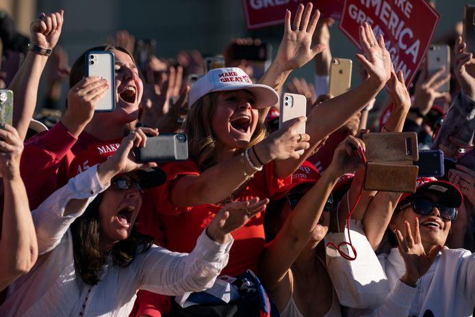 Les partisans de Donald Trump à Phoenix le 28 octobre 2020.