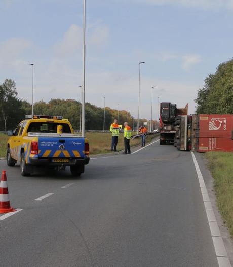 N350 bij Holten dicht door gekantelde vrachtwagen