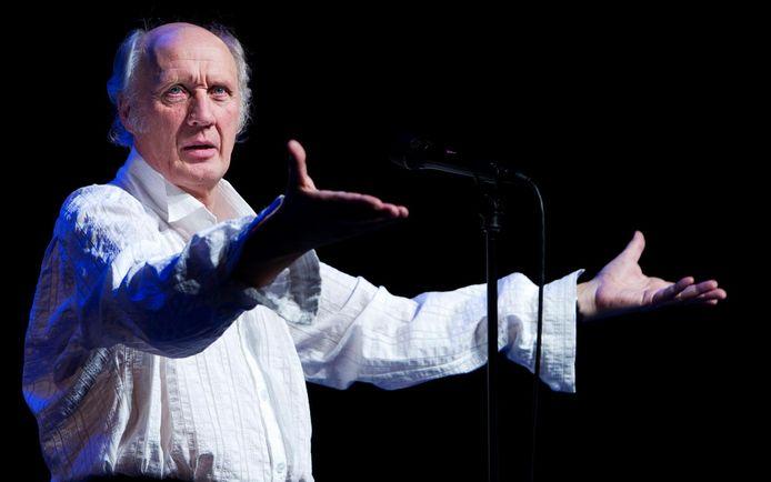 Van Veen tijdens een eerder optreden in Carré.