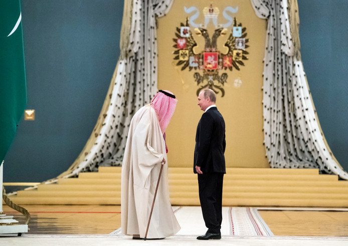 Vladimir Poetin, hier met de koning van Saoedi-Arabië. Vanmiddag ontmoet hij zijn zoon.