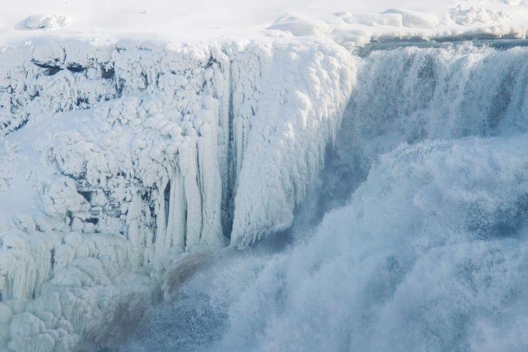 IJs aan de Amerikaanse zijde van de Niagarawatervallen.