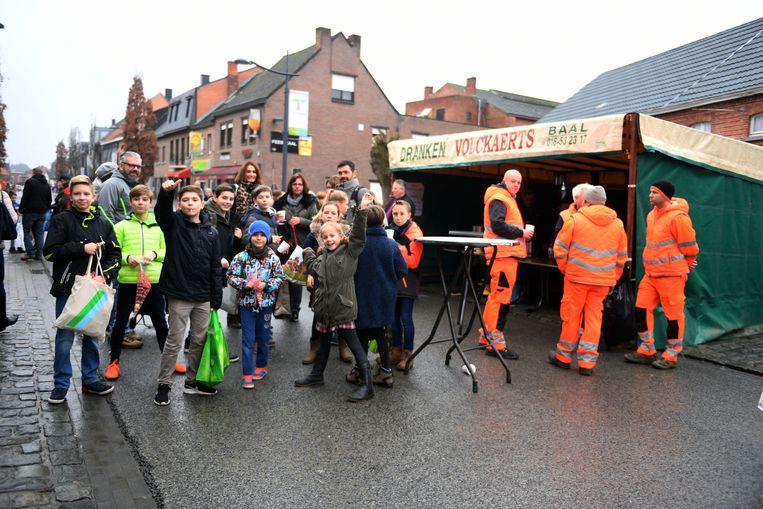 Kinderen die koeken zingen overheersen het straatbeeld in Tremelo.