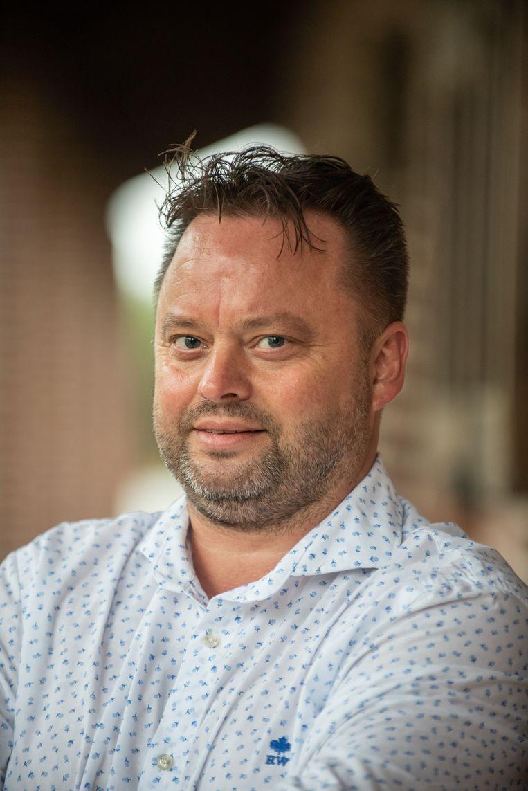 Nico De Wulf (sp.a/Onafhankelijk) vindt het bedroevend dat zijn partij geen gratis comedyavond mag organiseren.