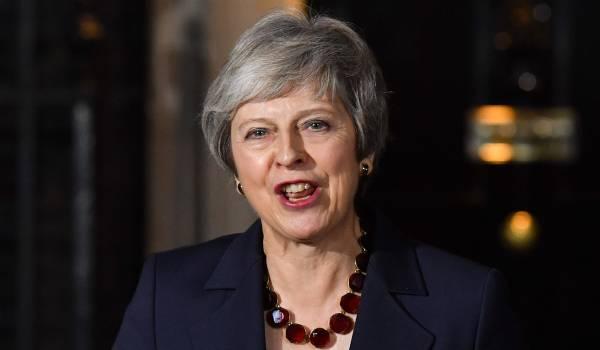 Het Britse kabinet steunt het brexitakkoord. Maar May is er nog lang niet.