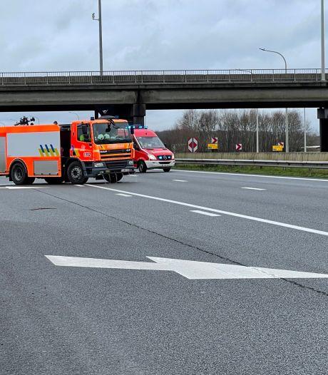 Brandweer ruimt kilometerslang oliespoor op E403 op