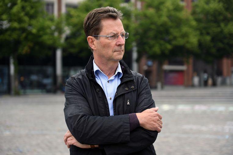 Schepen Dirk Vansina (CD&V) maakt werk van fietssuggestiestroken in de Weggevoerdenstraat in Wilsele.