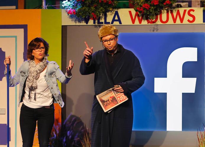 Wouws Bont in cultureel centrum de Geerhoek, hier worden de laatste facebook-roddels uitgewisseld.
