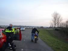 Motorrijder gewond na val op Waaldijk bij Bemmel