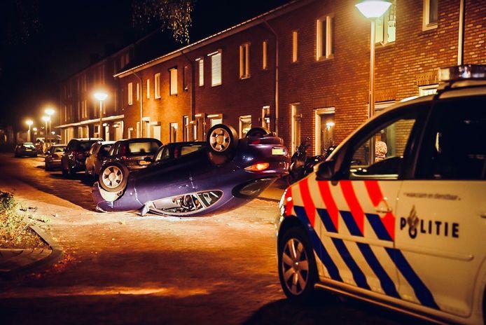 De auto kwam op zijn dak terecht.