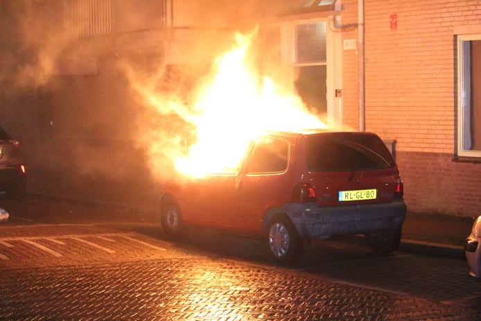 Auto in brand gestoken in de Geuzenwijk in Utrecht.