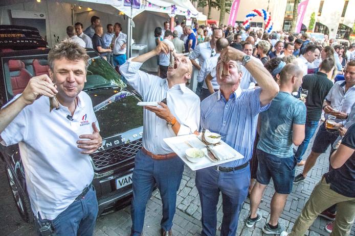 Tijdens de eerste editie in 2017 haalden Zwolse ondernemers 18.000 euro op met de haringparty.