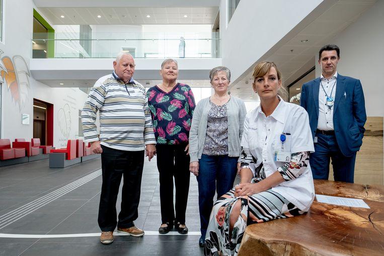 Dokter Nadia Dobbeleir met patiënten René Peersman, Anita Maes, Lea Schippers en directeur Bart Van Bree
