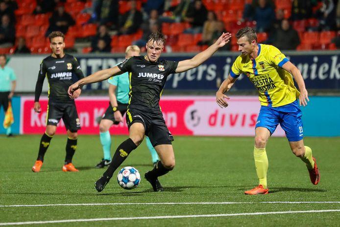 Sam Beukema heerste in de defensie bij Go Ahead Eagles en liet topschutter Robert Muhren niet scoren