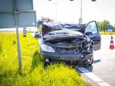 Automobilist botst achterop auto Duits echtpaar op N50