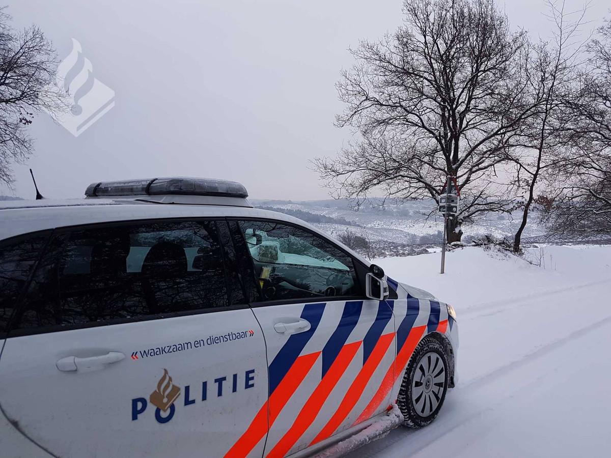 De politie op de afgesloten Posbank.