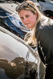 Eigenaar vijf bekraste auto's looft 2000 euro uit voor gouden tip over daders