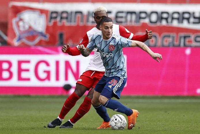 Antony in actie tegen FC Utrecht, het duel waarin hij geblesseerd raakte.