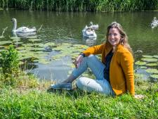 Kunstenares Adriënne wil Reinier de Graaf eren: 'Compassiebeer' met duizenden plantjes<br>
