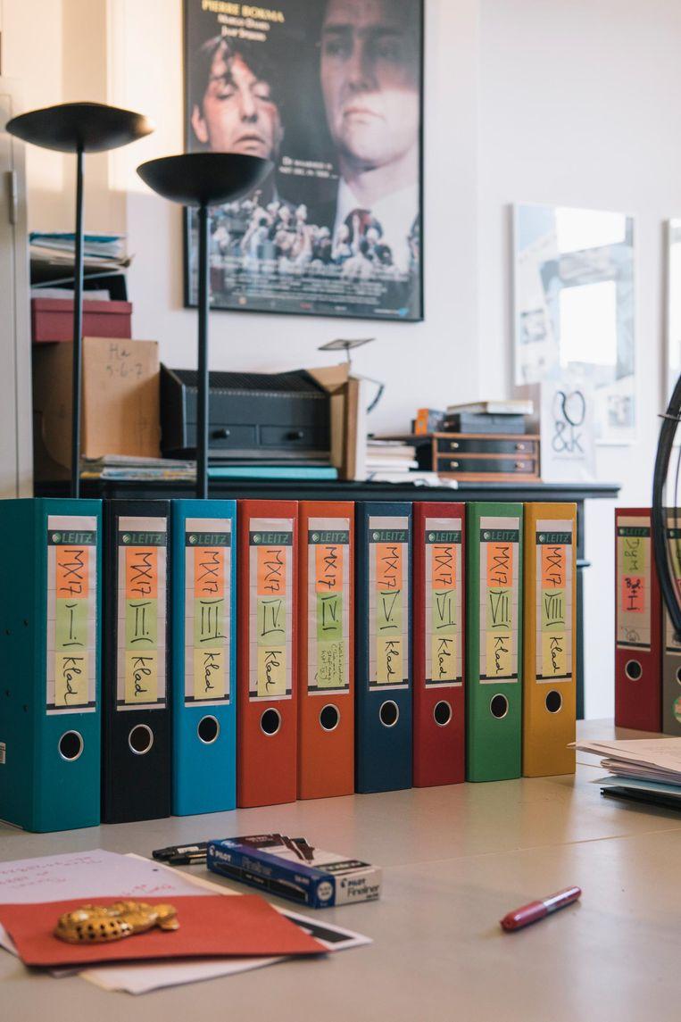 Een roman in wording op de werkkamer van Van der Heijden. Beeld Marcel Wogram