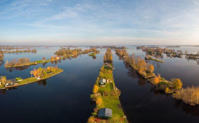 De Loosdrechtse plassen zijn ook een prima vakantiebestemming, vindt psycholoog Mark van Vugt.