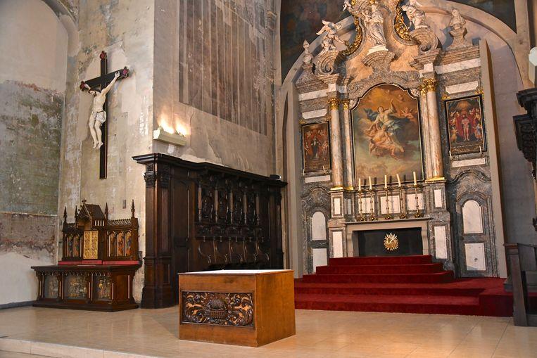 Hier een beeld van het beschermd altaar in de Sint-Franciskuskerk.