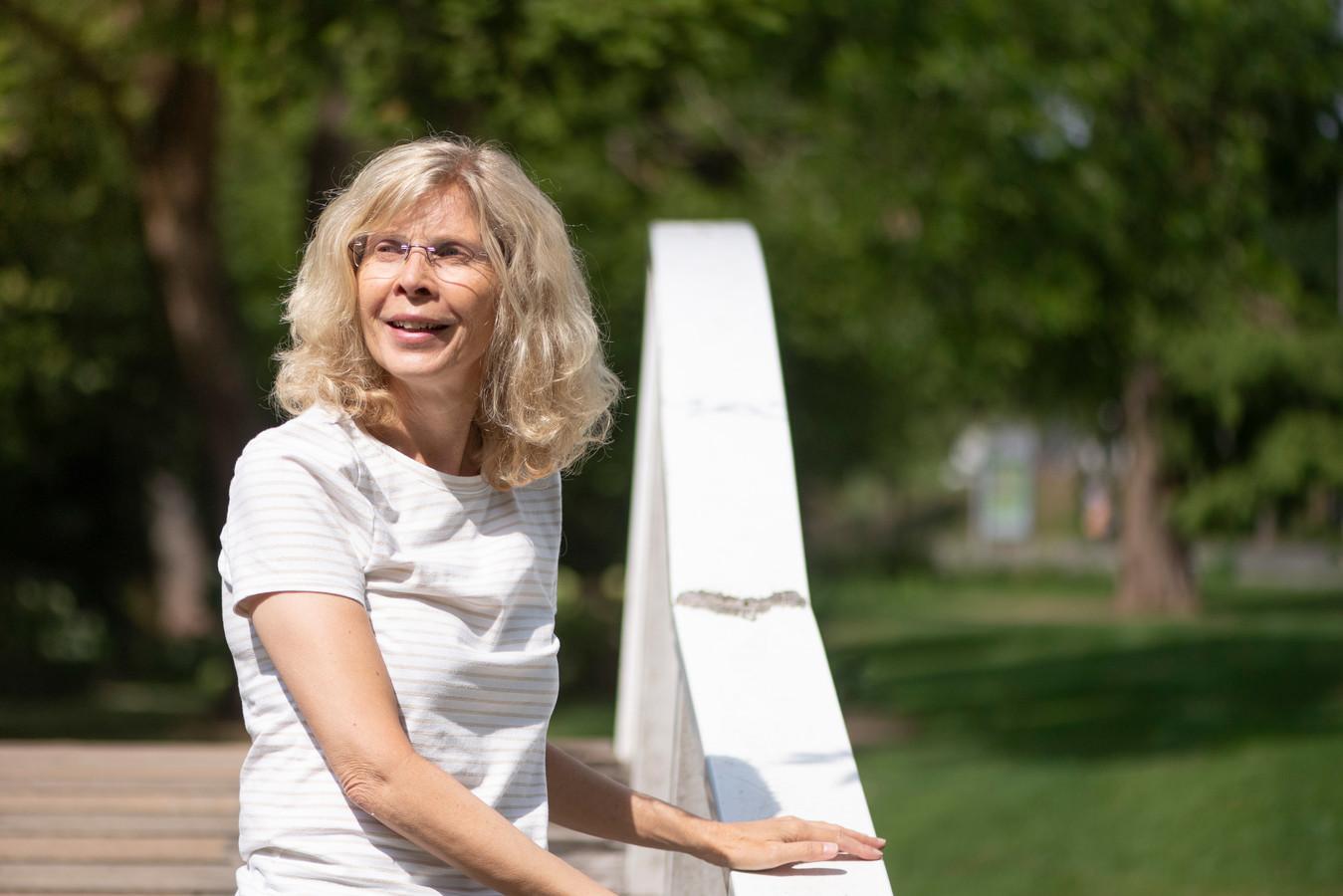 """Een korte wandeling maken gaat nog net voor Nancy van Es, die haar hoop heeft gevestigd op behandeling in de VS.  """"Ik ben geen arme sloeber, maar als ik dat bedrag straks heb betaald ben ik het wel..."""""""