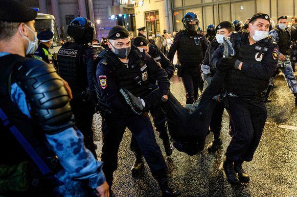 De politie en de troepen van de Nationale Garde pakten woensdagavond 132 mensen op.