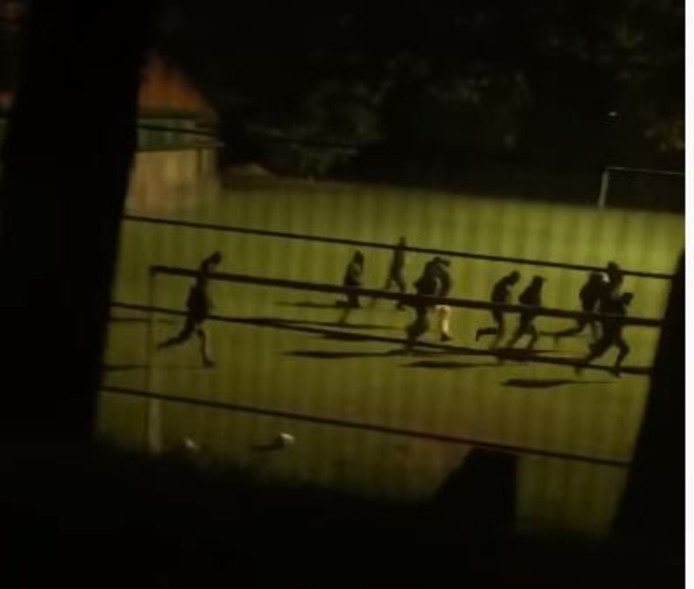 Still uit video 'Nijmegen Youth valt Arnhem Youth aan'