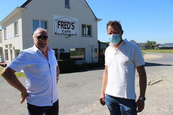 Fred en Frederic Accoe voor Fred's Café.