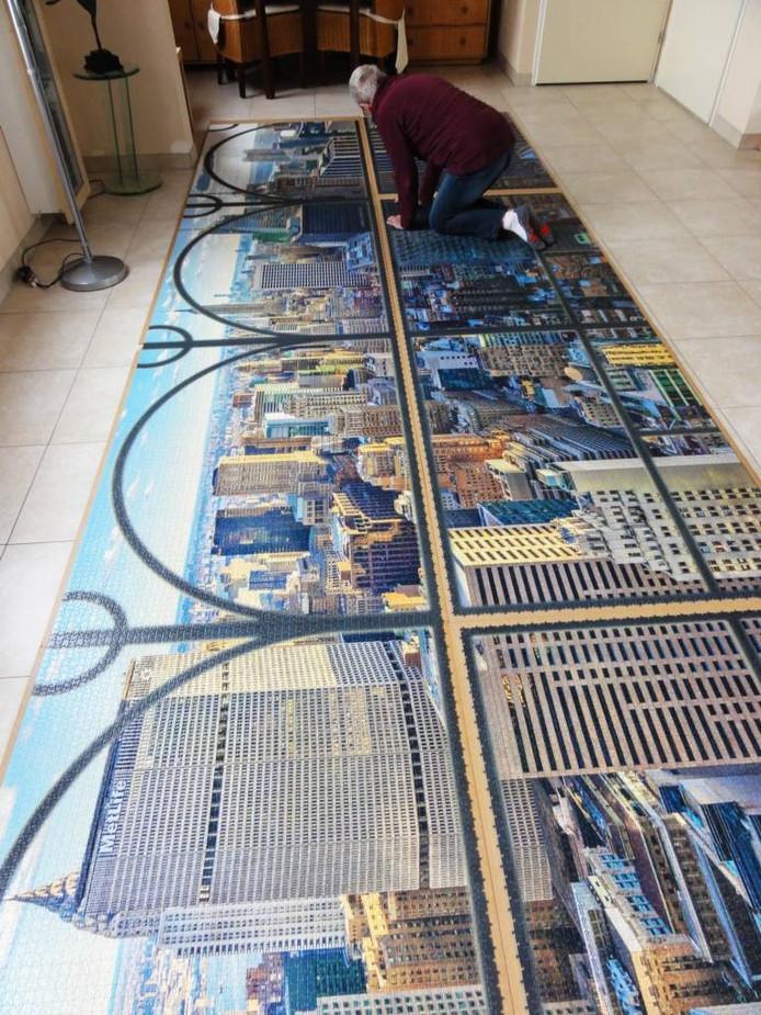6efd6421be3 De immens grote legpuzzel met een afbeelding van New York - de grootste ter  wereld -