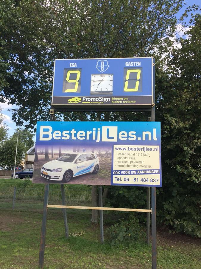 ESA - Elistha: het scorebord kan het niet meer bijhoudend, de scheidsrechter ook niet.
