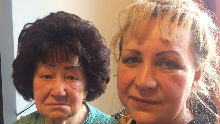 Inna met haar moeder Tamara (links). Beeld