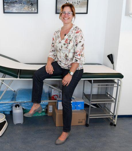Huisarts profiteert van ervaring eerste coronagolf: 'Fijn om je eigen patiënten te zien'
