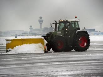 Vertragingen en annuleringen op Schiphol door sneeuw