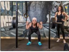 71 en één brok power: deze vrouw lift met gemak 135 kilo op het WK Powerliften