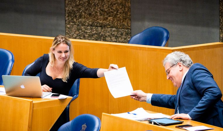 Femke Merel van Kooten en Henk Krol (rechts) tijdens een debat in de Tweede Kamer over de ontwikkelingen rondom het coronavirus in juli van dit jaar. Beeld