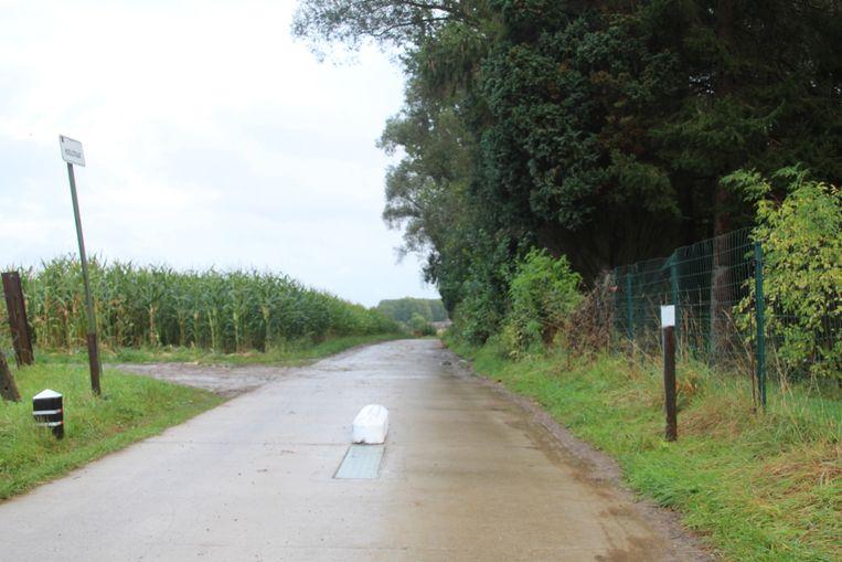 De nieuwe permanente 'tractorsluis' toont al sporen van aanrijdingen.
