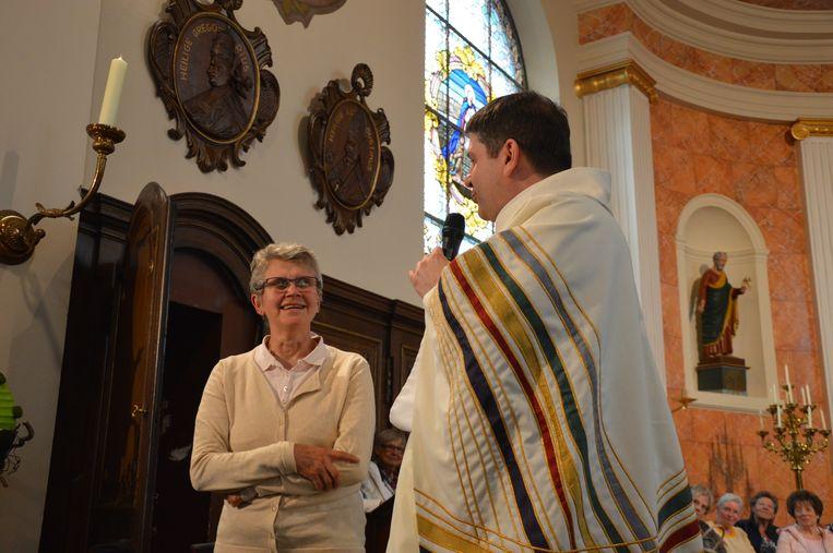 Wereldrecord Rita's verzamelen in kerk van Outer. Zuster Rita uit Bocholt.