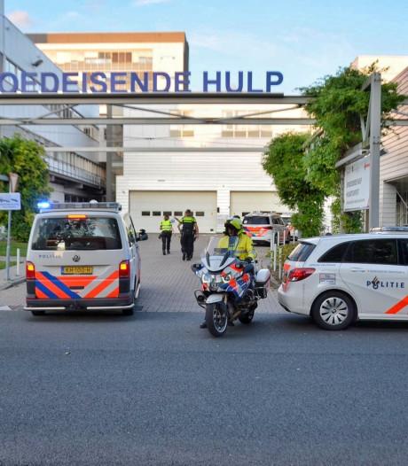 Aangifte hulpverleners en agenten tegen vader (63) en zoon (26) om mishandeling