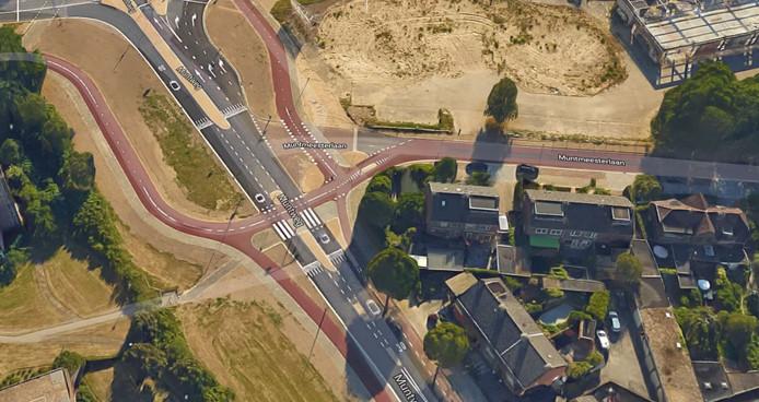 Zoek de verschillen: de situatie aan de Muntweg in Nijmegen leek sterk op de huidige situatie aan de Raadhuislaan in Oss. Na twee jaar besloot Nijmegen de auto weer voorrang te geven op het beruchte punt.