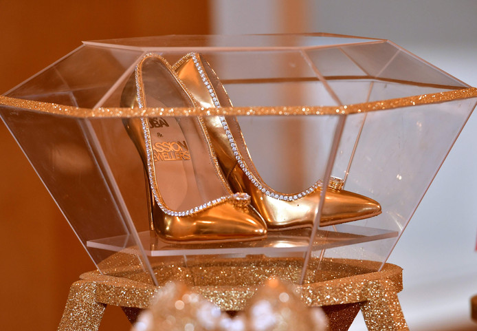 The Passion Diamond Shoes in het Burj Al Arab hotel.
