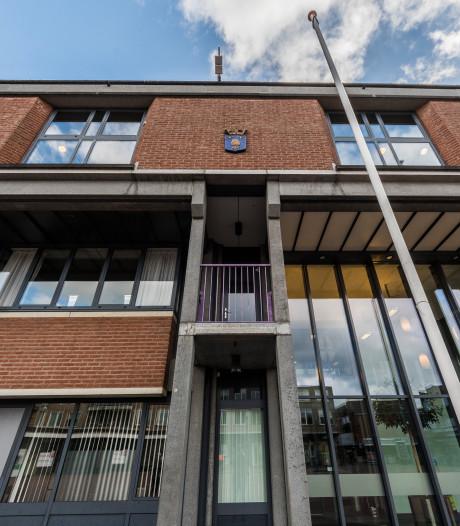 Haat tegen wijkagent drijft Roy (37) tot brandstichting gemeentehuis Borne