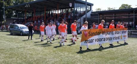 Indrukwekkend afscheid van Sandor Wijkamp bij Lichtenvoordense voetbalclub: 'Hij was een echte teambuilder'