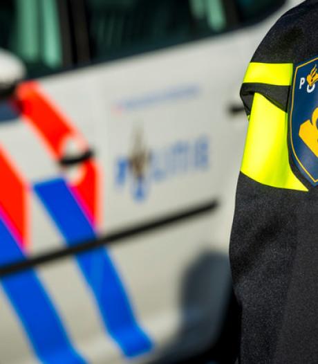 Politie slingert vier personen op de bon vanwege samenscholing in Borne